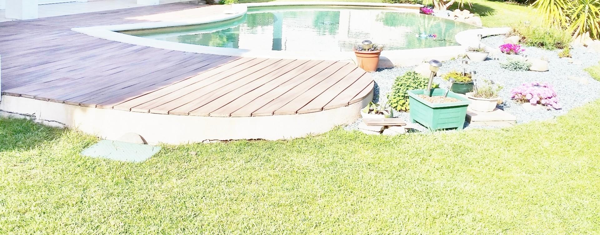 Terrasse bois aménagement piscine